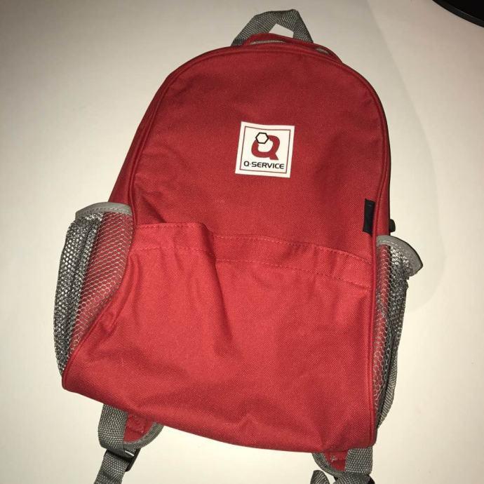 Crveni ruksak
