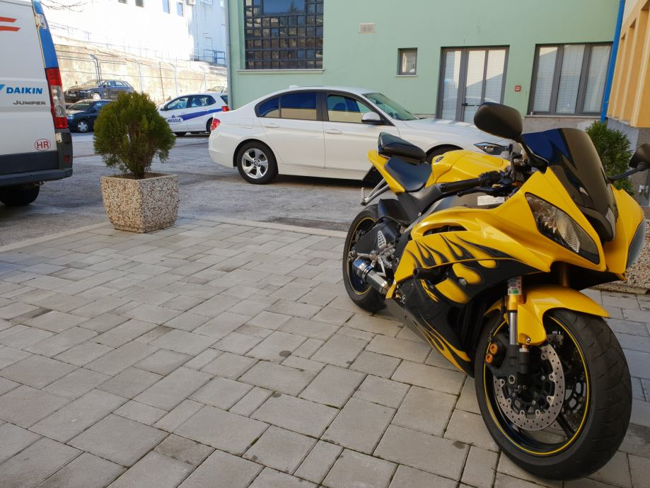Yamaha R6 - 4900 km, 2008 god.