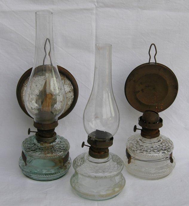 Tri stare lampe na petrolej