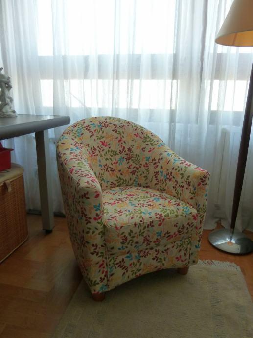 Simpatična dizajnerska fotelja :)