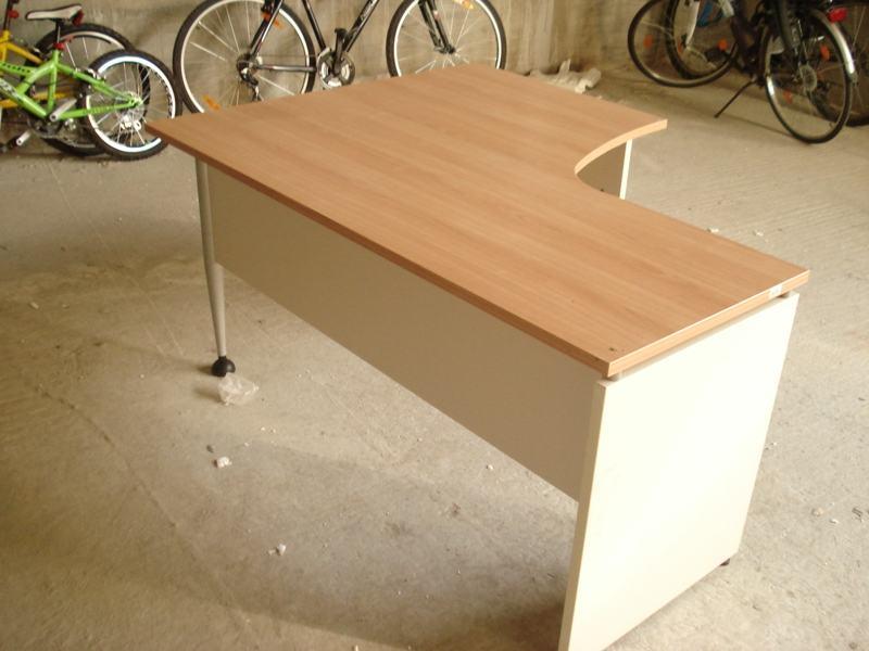 Radni stol- kutni