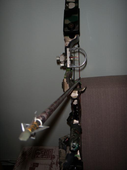 Složeni luk (compound bow) RH HOYT INTRUDER