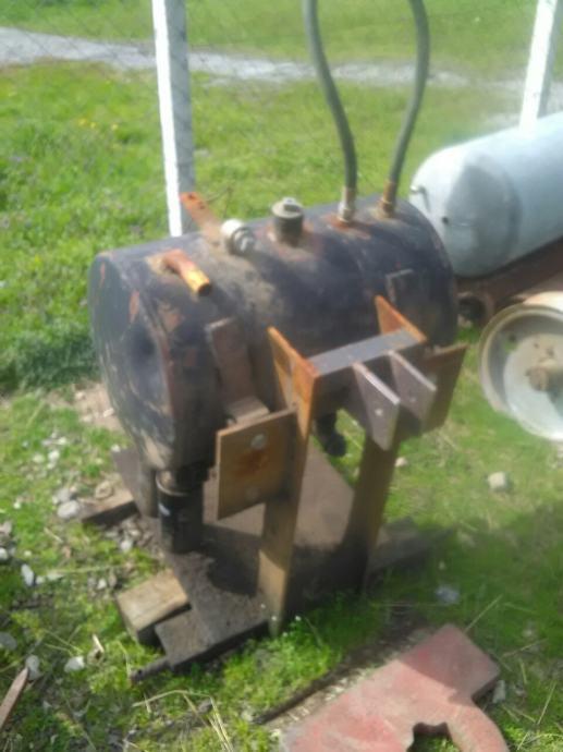 Kuciste,sasija sa rezervoarom ulja za hidr.cjepac drva i sl.Zamjena.
