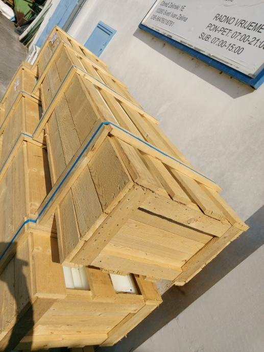 Drveni sanduci 320x70x54 cm , više komada