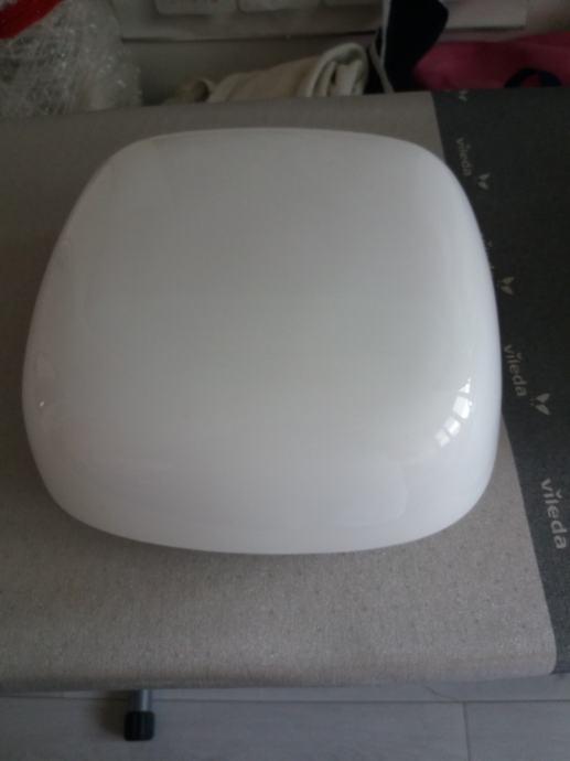 Staklena bijela plafonjera