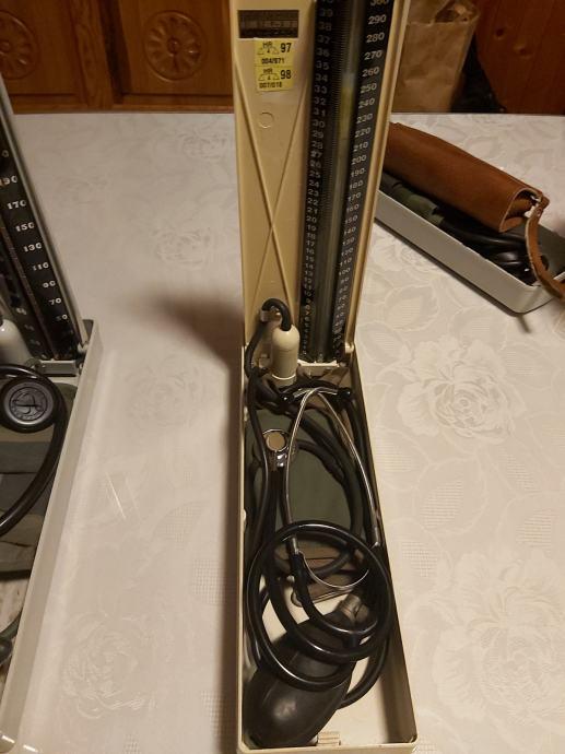 Stetoskop i tlakomjer u kompletu