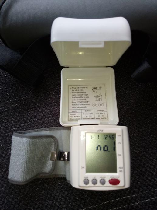 Zglobni digitalni tlakomjer