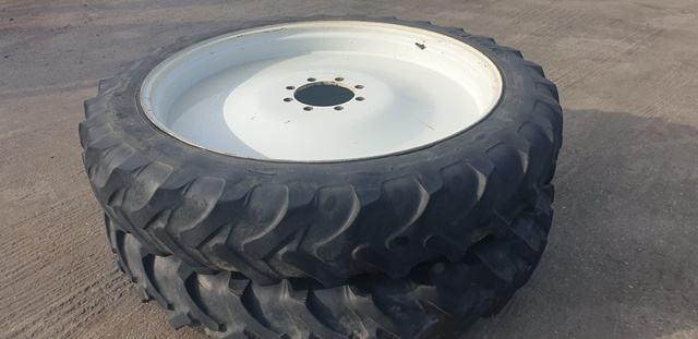 Uski kotači 11.2 R46, 9.5R32 Komplet