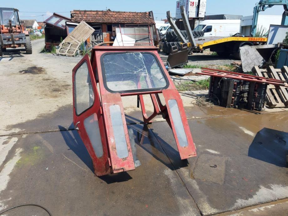 Kabina  za  traktor  prodajem  ili  mjenjam