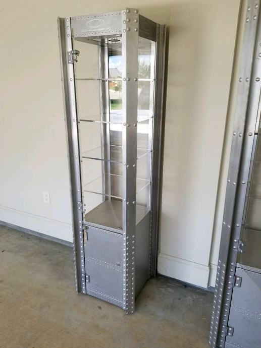 OAKLEY Tower X-metal  vitrina i stalak
