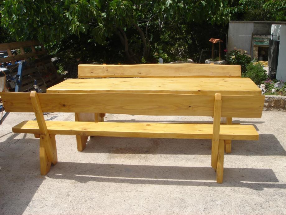 drveni stolovi i klupe za terase