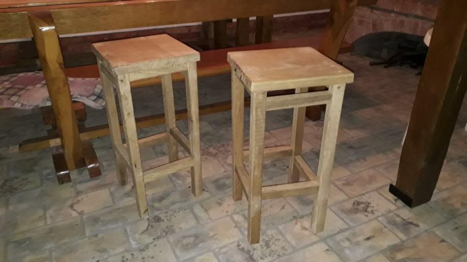 Prodajem barske stolice i stol od hrastovine