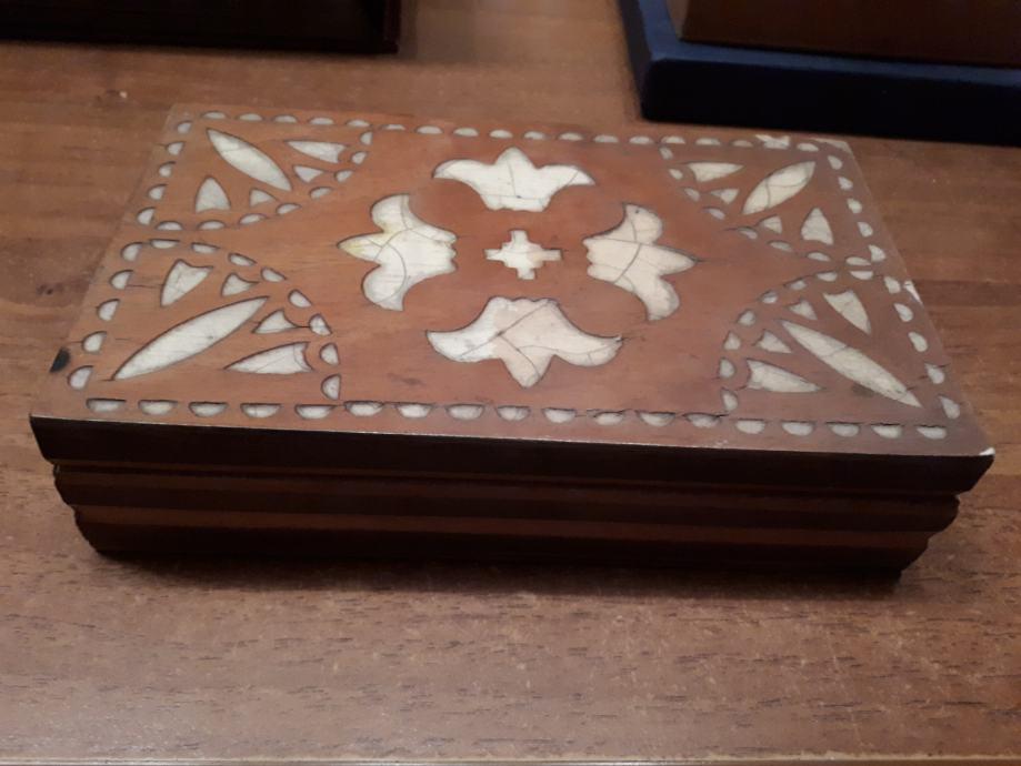 Stara drvena kutija
