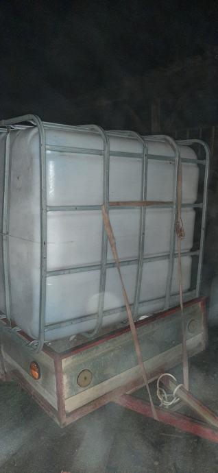 Cisterna 1000 litara sa mrezom skoro novo