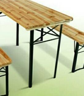Vrtni  ili pivski set -stol sa klupama.