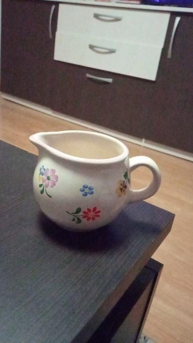 bokal za mlijeko uz kavu