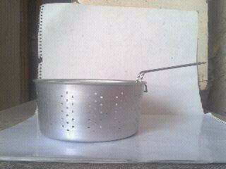 posuda aluminijumska sa rupicama za prženje friteza cijediljka