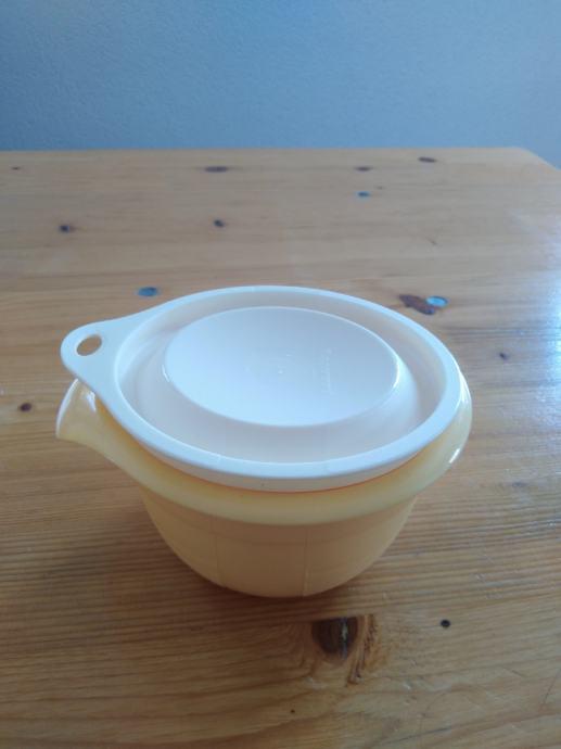 Tupperware posuda  Moderna plavuša mala