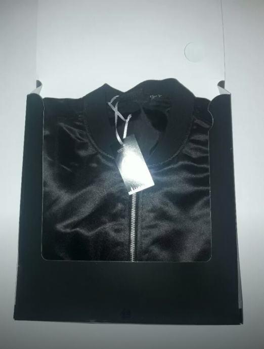 KOOKAI ispunjena efektna crna jakna sa šalom toperica
