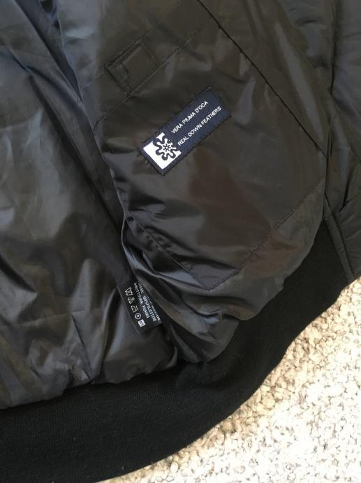 Kao nova crna bomber jakna s perjem vel M