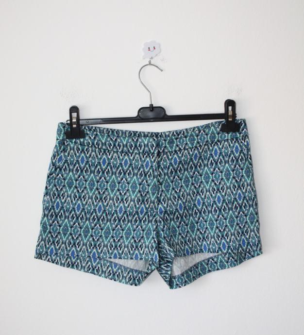 H&M kratke hlače sa šarenim printom - vel. 40