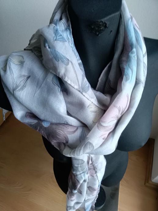Ženski šal, marama