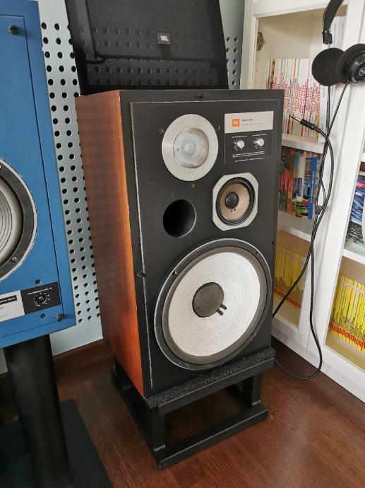 JBL L112 zvučnici